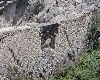 Le pont inca au Machu Picchu